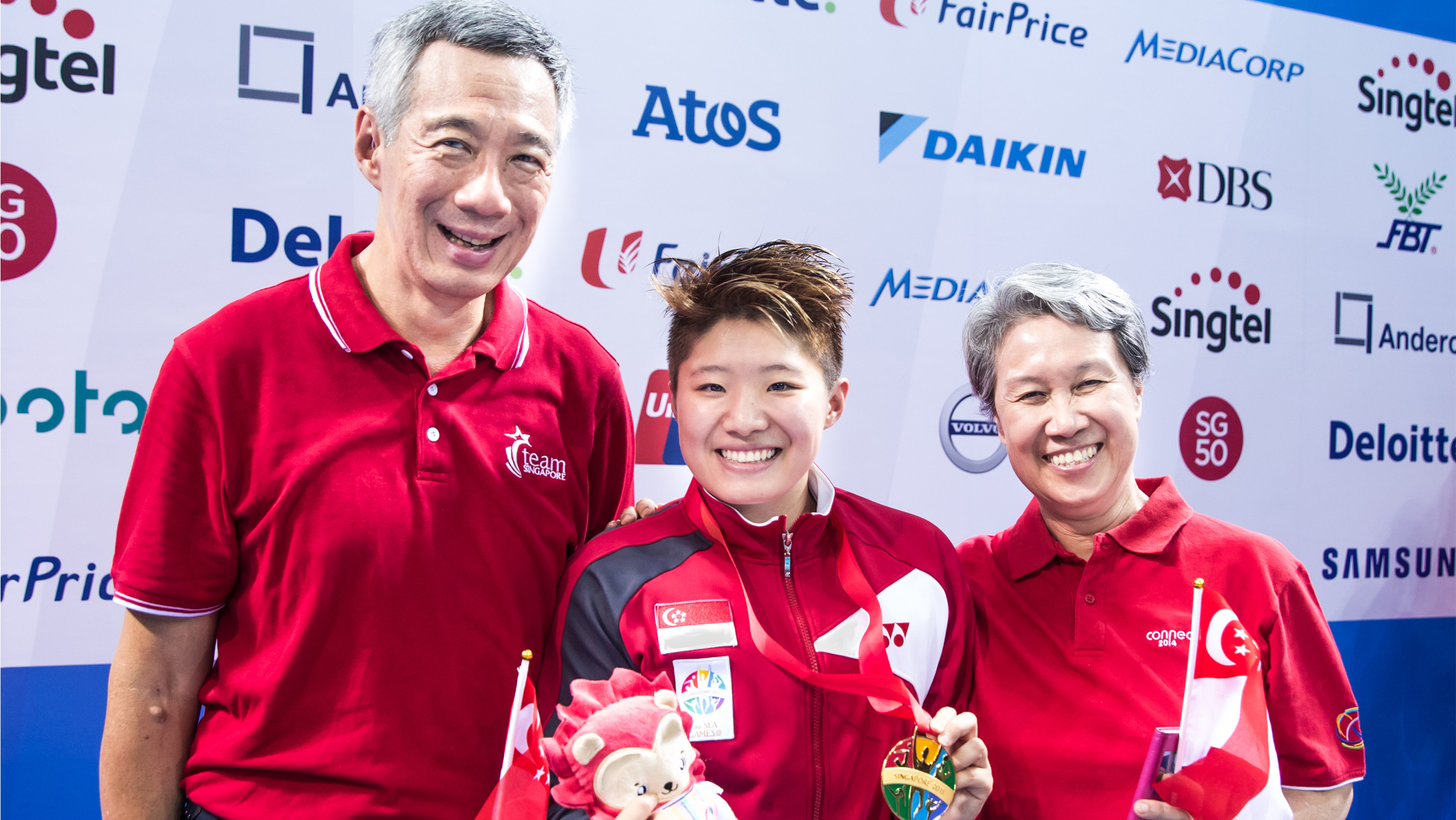 28th SEA Games Singapore 2015 Taoli swimmer with Lee Hsien Long and Ho Ching